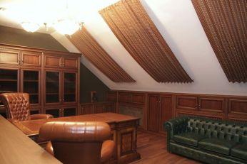 Шторы на мансардные окна для домашнего кабинета в загородном доме