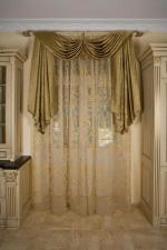 Легкие шторы с декоративным ламбрекеном