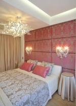 Шторы в спальне светло бежевый и розовый цвет